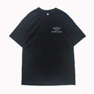 BENCH / SMALL COLLEGE LOGO TEE (BLACK)