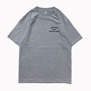 BENCH / SMALL COLLEGE LOGO TEE (GREY)