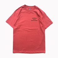 BENCH / SMALL COLLEGE LOGO TEE (CORAL)