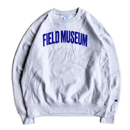 FIELD MUSEUM / LOGO CREW NECK (SILVER GREY)